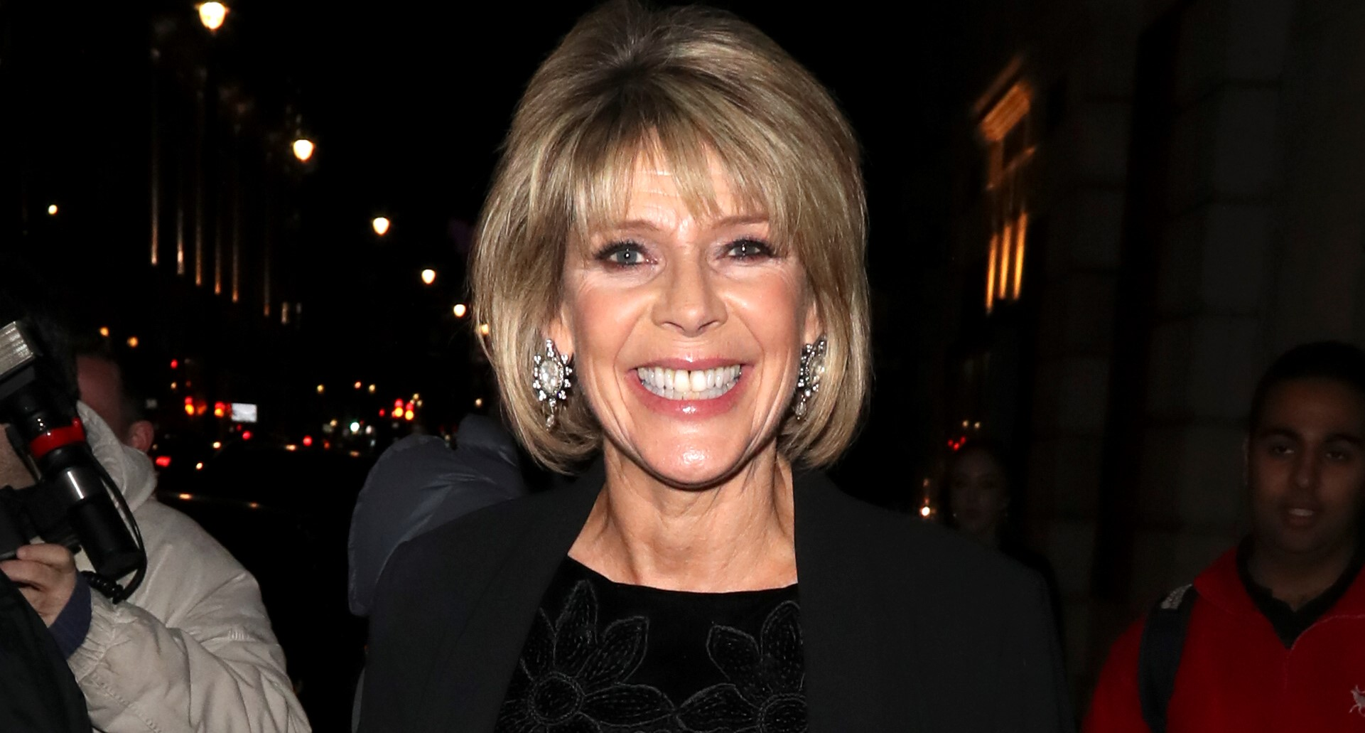 Ruth Langsford kisses mum through window on Mother's Day amid coronavirus isolation