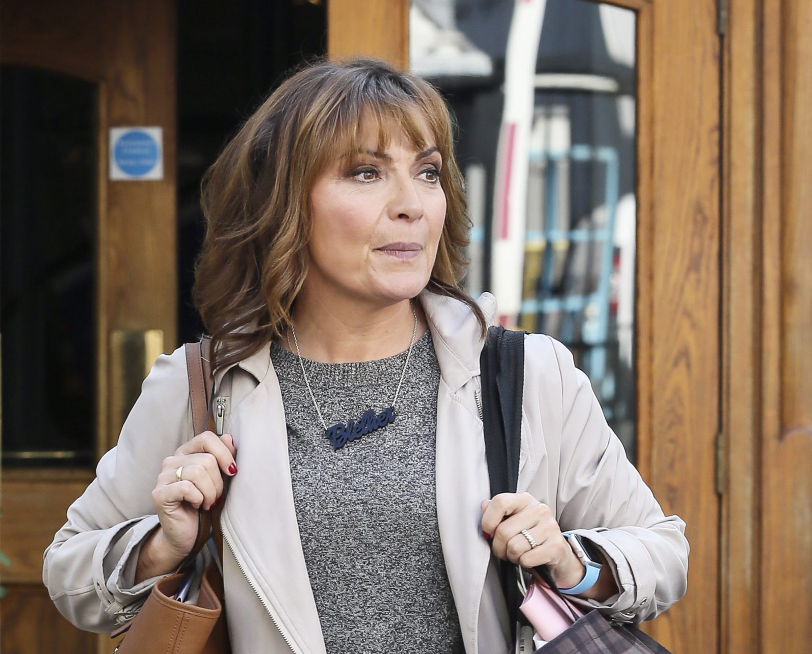 Emotional Lorraine Kelly thanks NHS as she reveals her father is battling serious lung infection