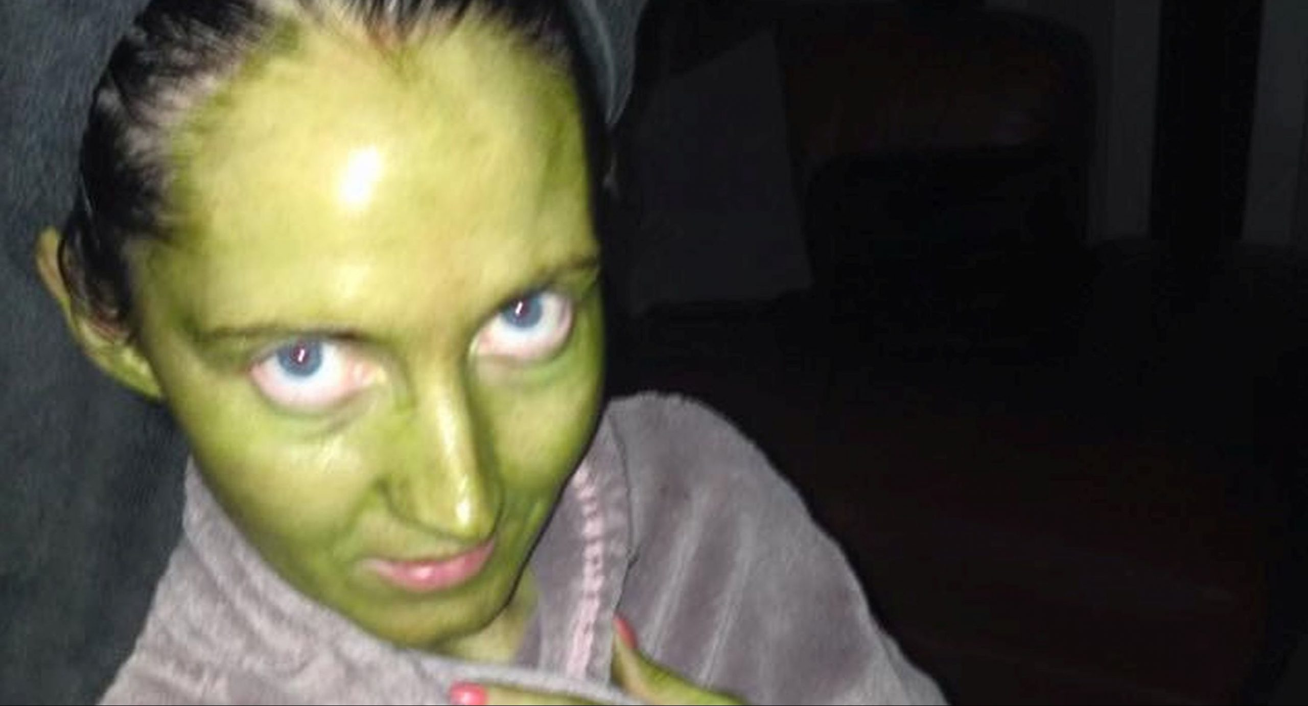 Mum turns bright green as fake tan disaster leaves her looking like the 'Wicked Witch of the West'
