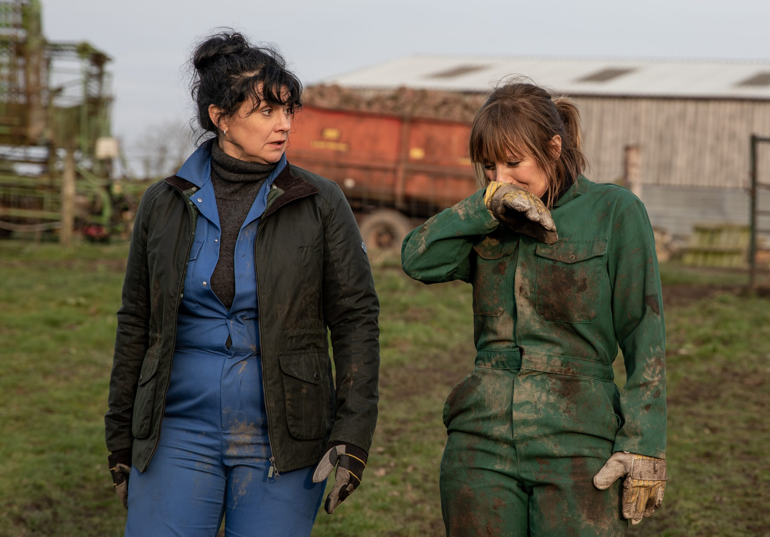 Emmerdale fans predict Moira and Rhona lesbian fling