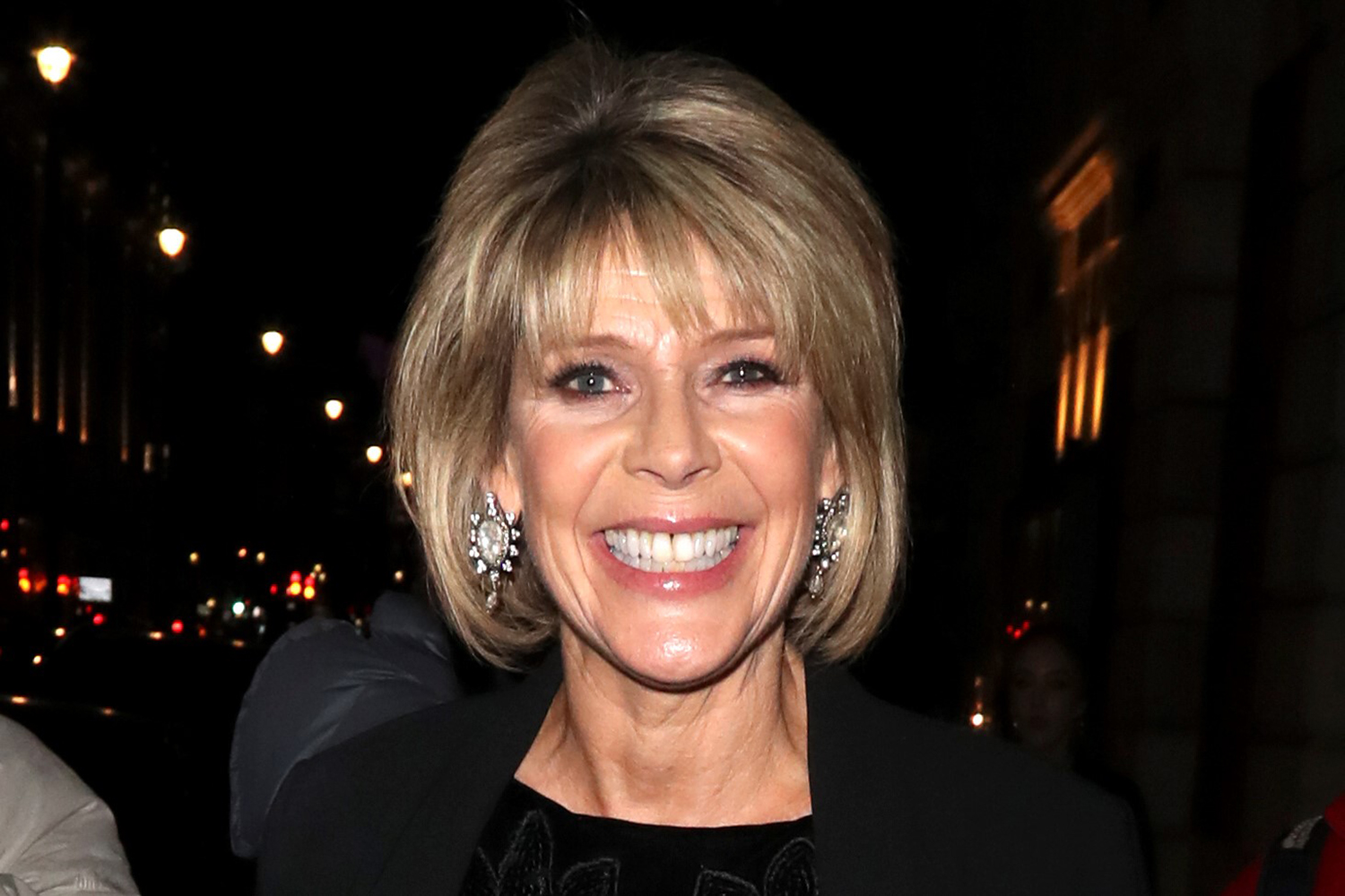 Ruth Langsford waves to elderly mum through window during heartbreaking walk