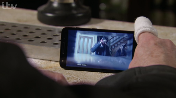 Coronation Street viewers question how Yasmeen STILL hasn't found Geoff's hidden camera