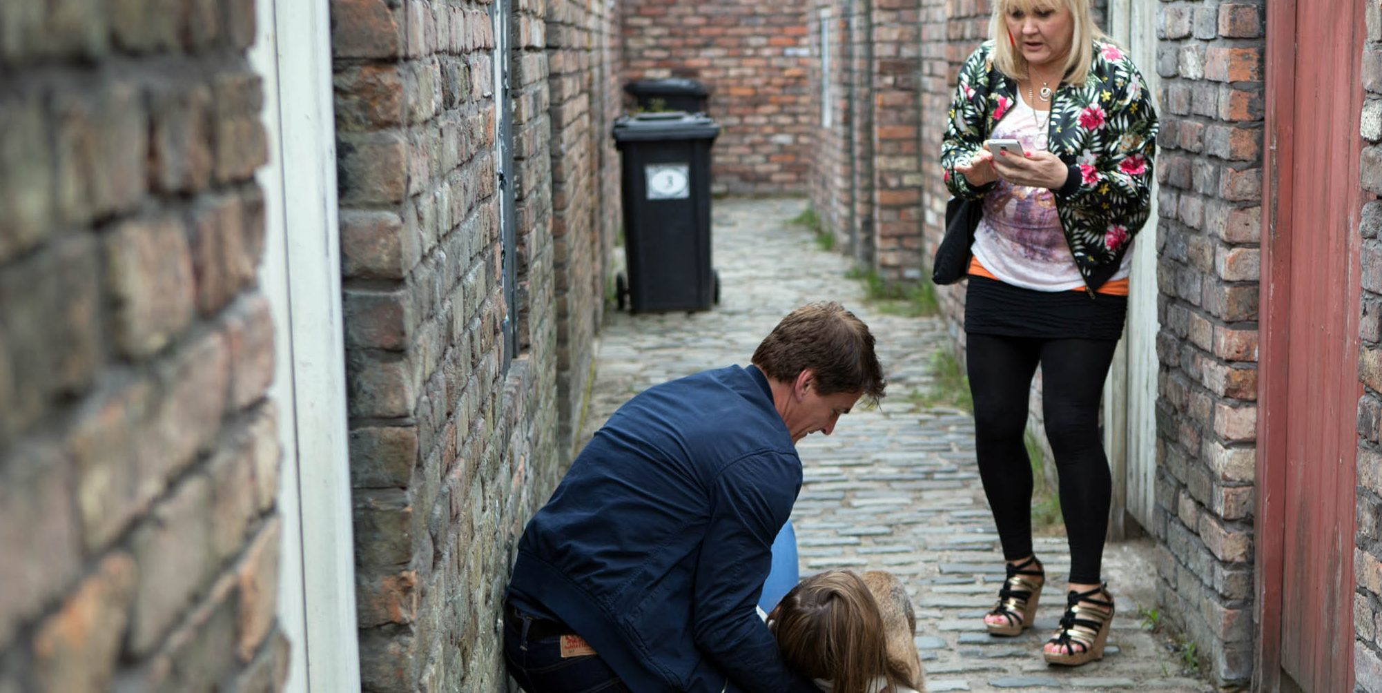 Coronation Street sparks debate on social media after posting picture of a ginnel