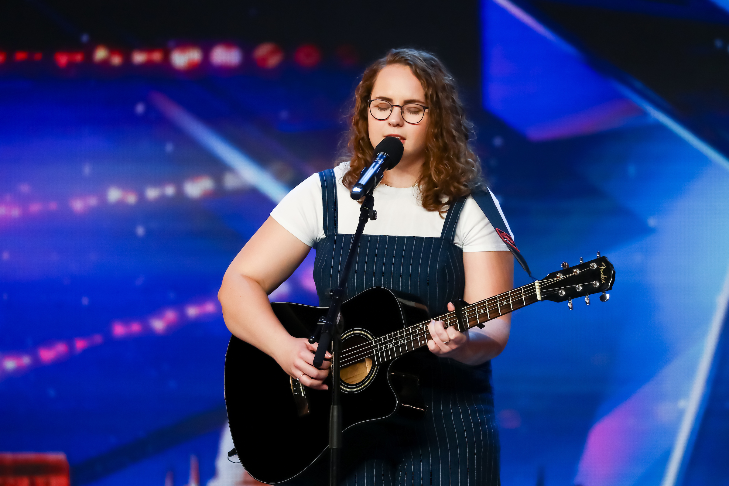 BGT Nurse Watches Herself On The Show From Hospital Night Shift