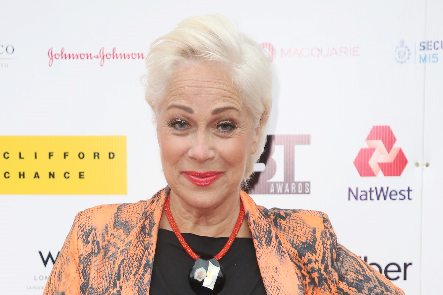Denise Welch fuming as Brits ignore social distancing rules on Westminster Bridge again