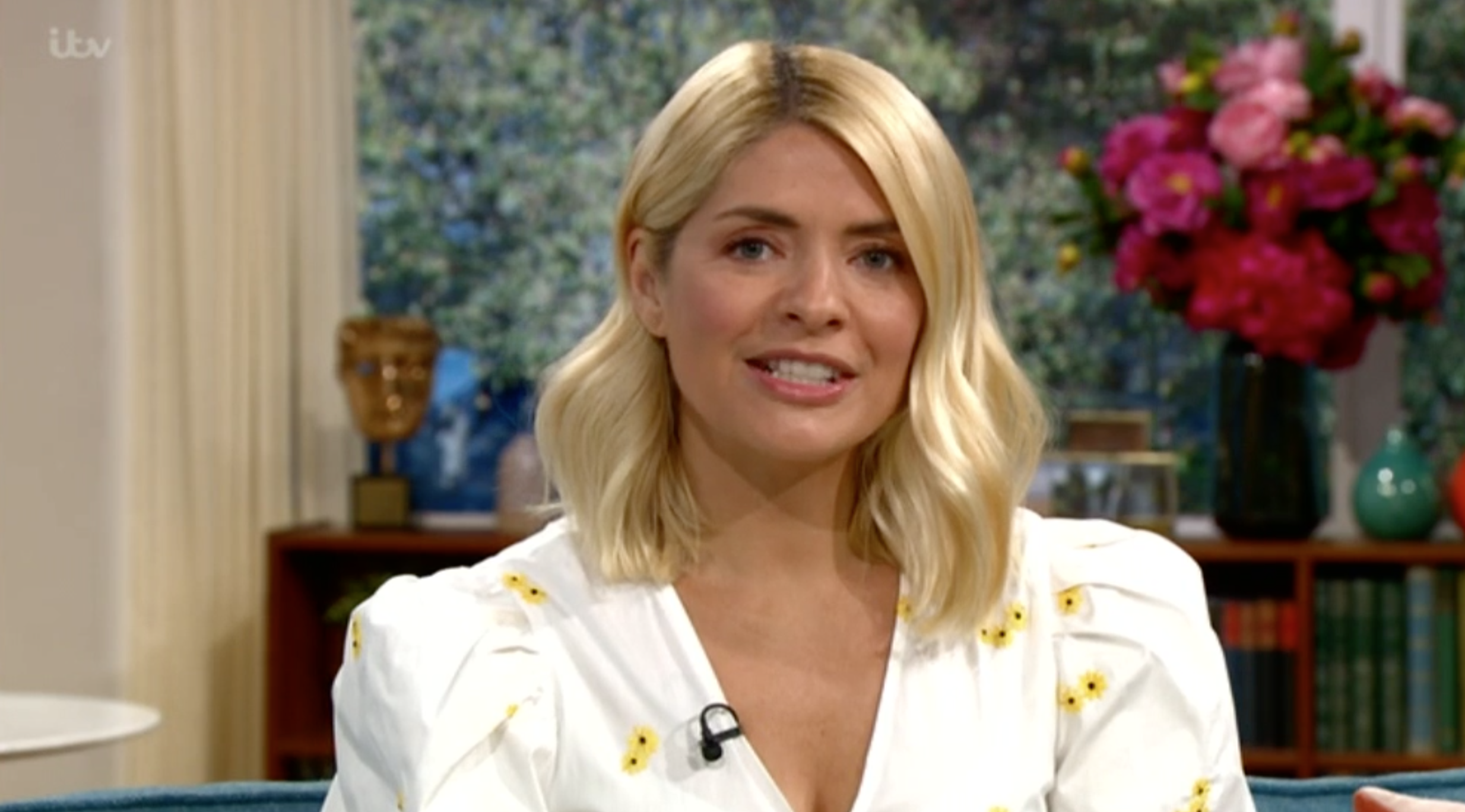 This Morning viewers ask why Holly Willoughby has gone to work dressed 'as a meringue'