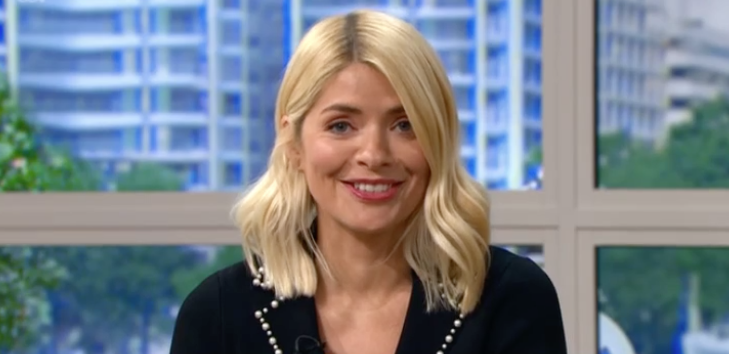 This Morning viewers in shock as Phillip Schofield makes crude joke about Holly Willoughby's dress
