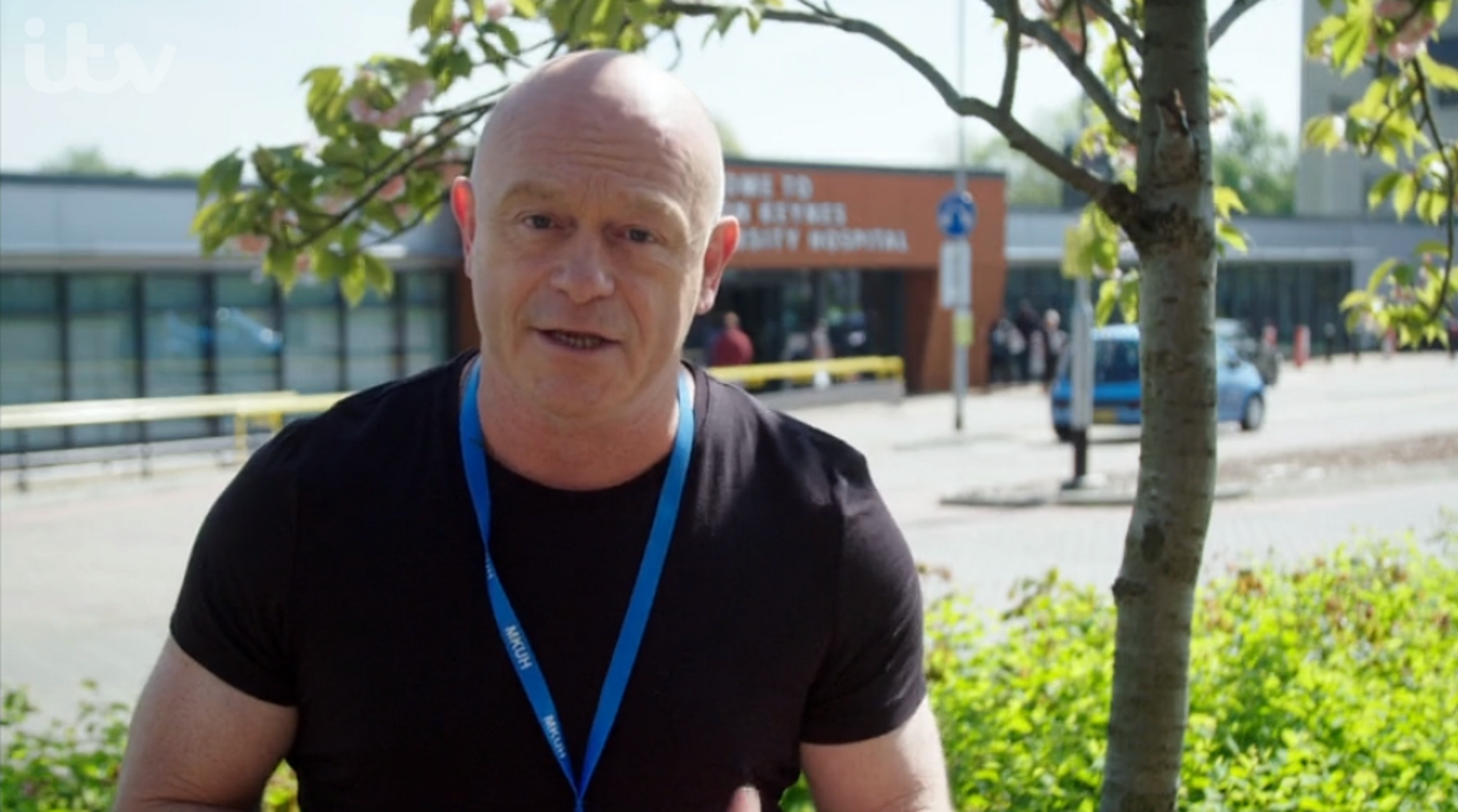 Ross Kemp: On the NHS Frontline viewers furious as presenter visits coronavirus isolation wards despite ban on families