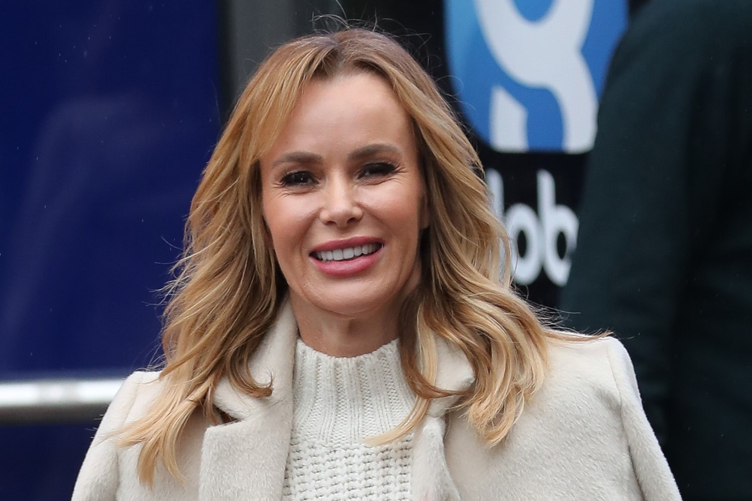 Amanda Holden and husband enjoy romantic date night in driveway