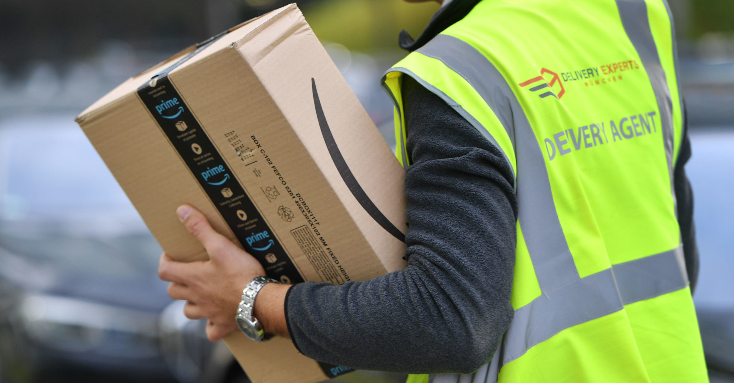 Experts urge Brits to leave parcels unopened for 72 hours to reduce coronavirus risk