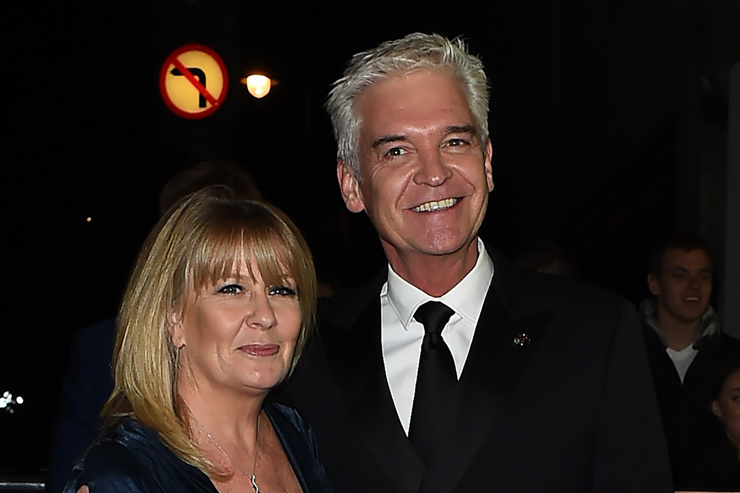 Phillip Schofield's wife gives him a haircut in lockdown