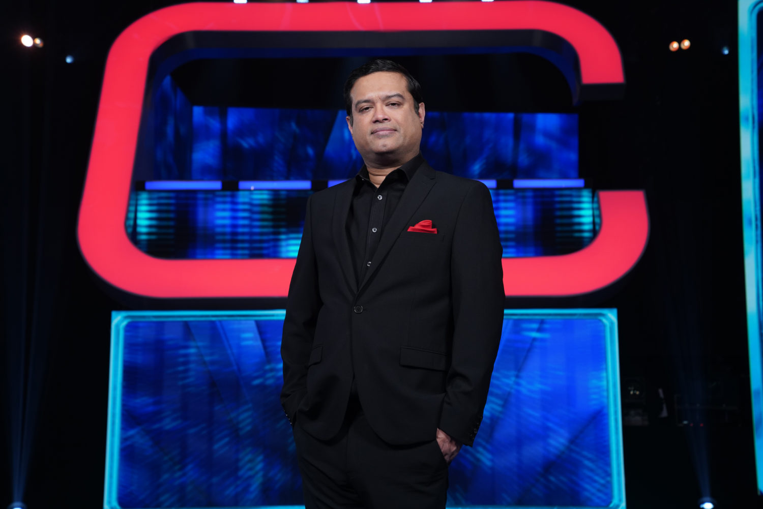 The Chase's Paul Sinha shows off his hula hoop skills - and delivers a strong message for Parkinson's