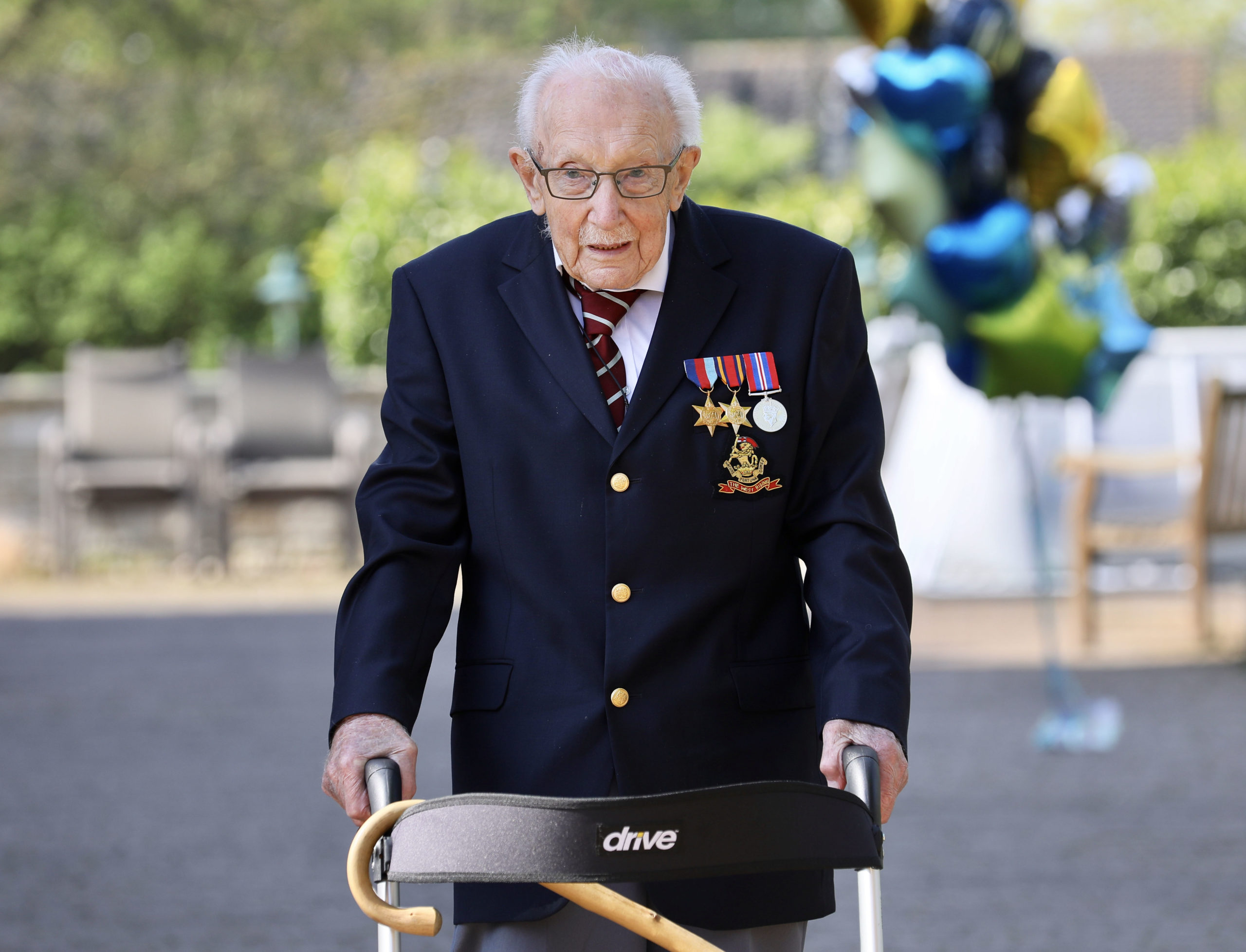 Colonel Tom Moore knighted