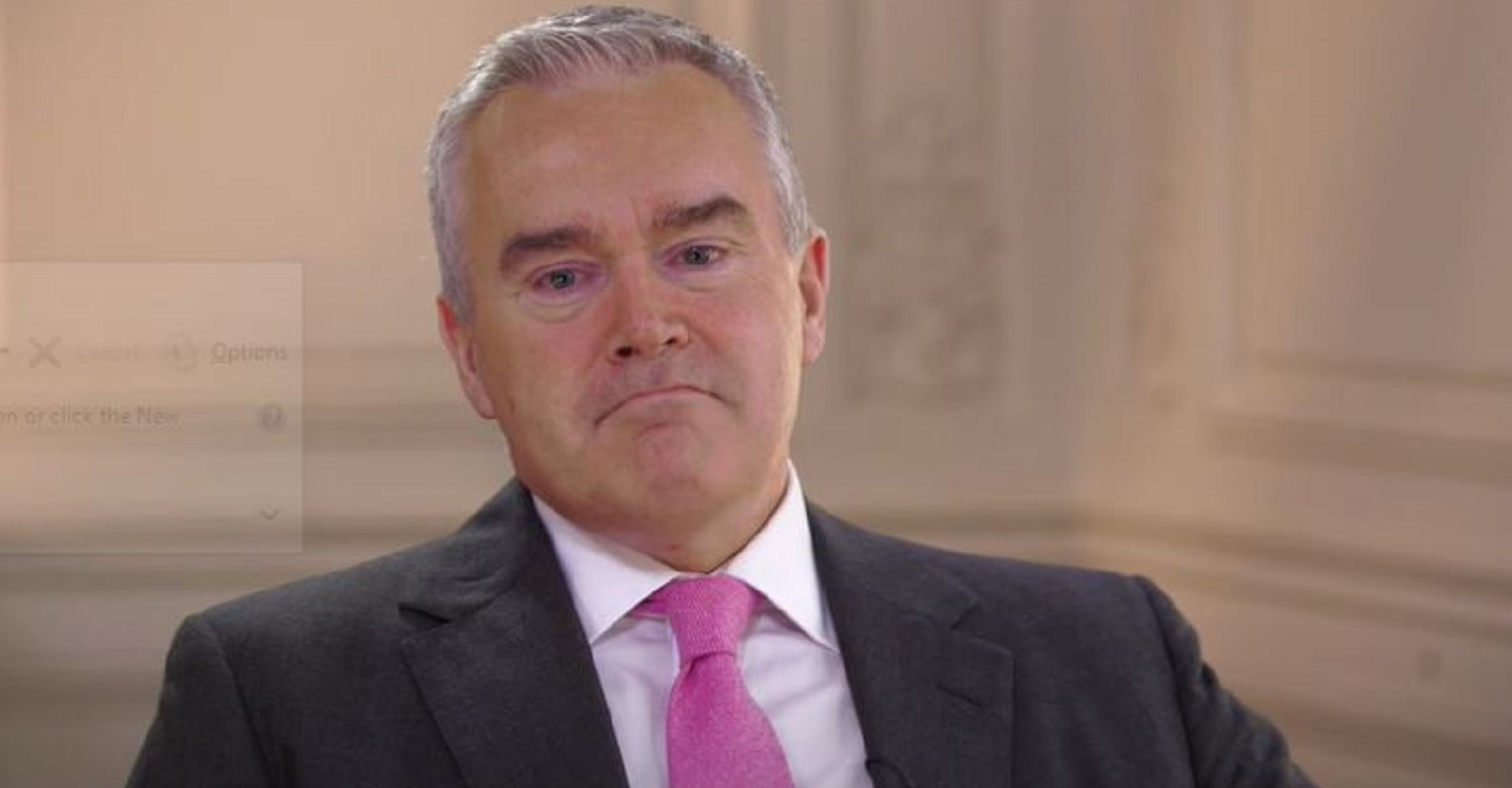 Huw Edwards delights Twitter fans with secret to looking younger than beginning of his career