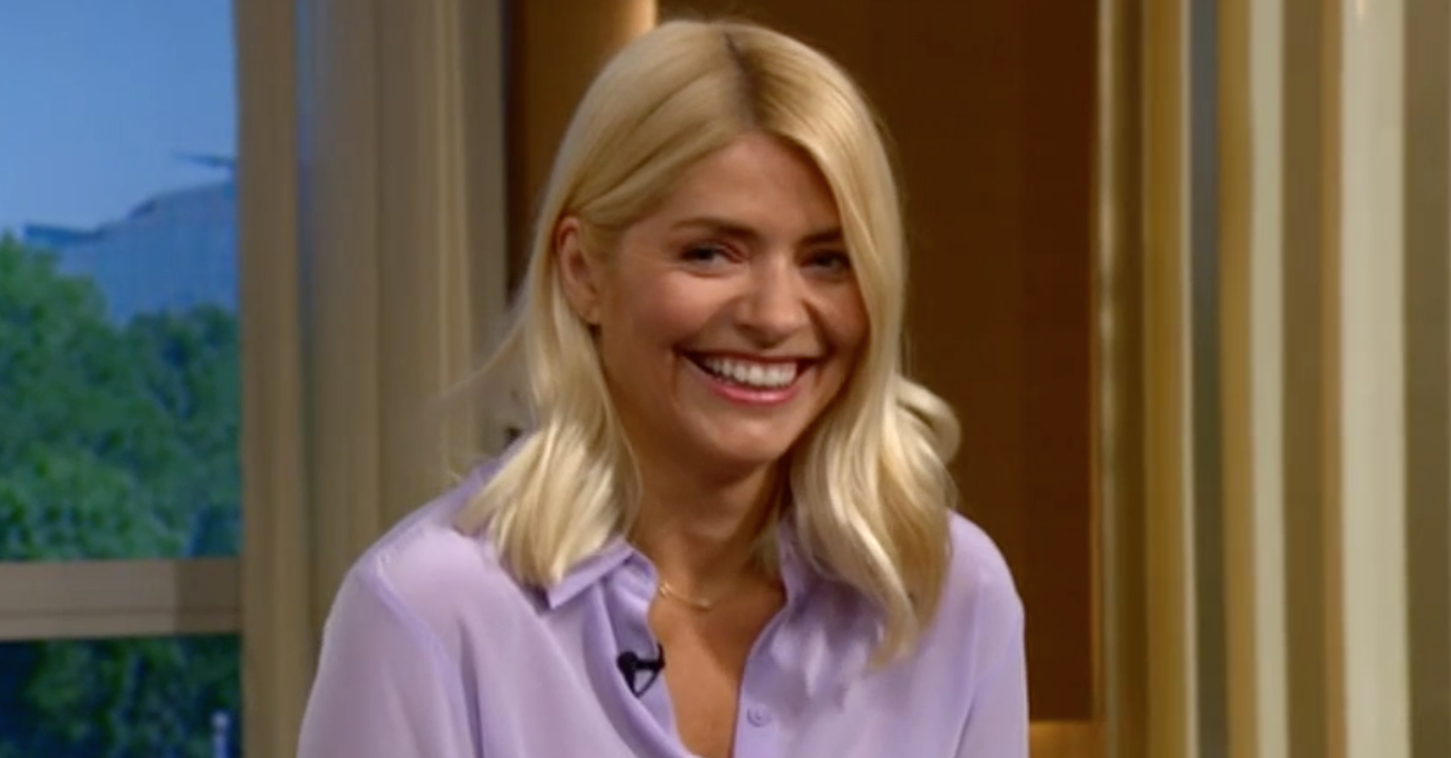 Holly Willoughby fan convinced he can see 'a sloth's face' in her knees