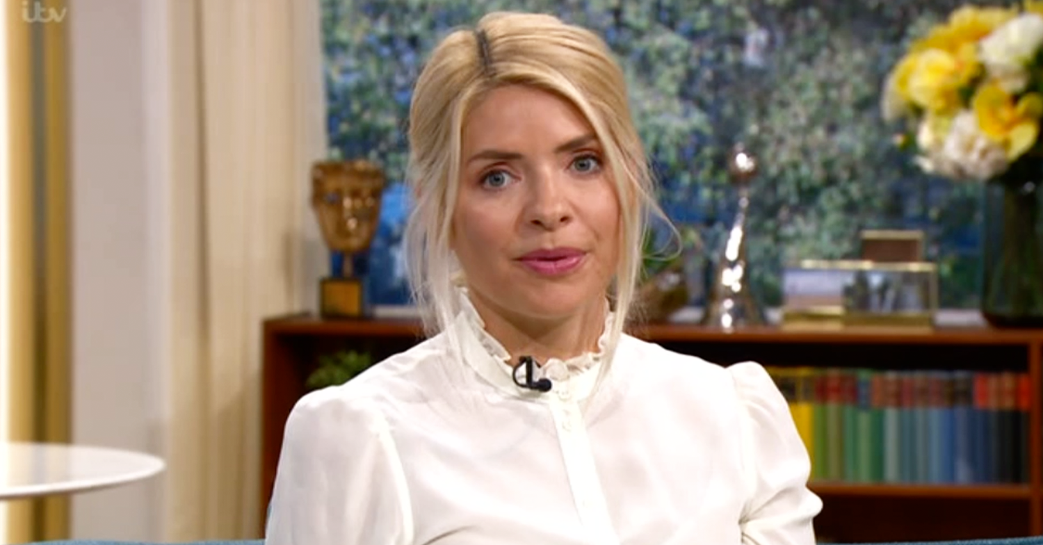 Holly Willoughby's 'grandma' style divides This Morning viewers