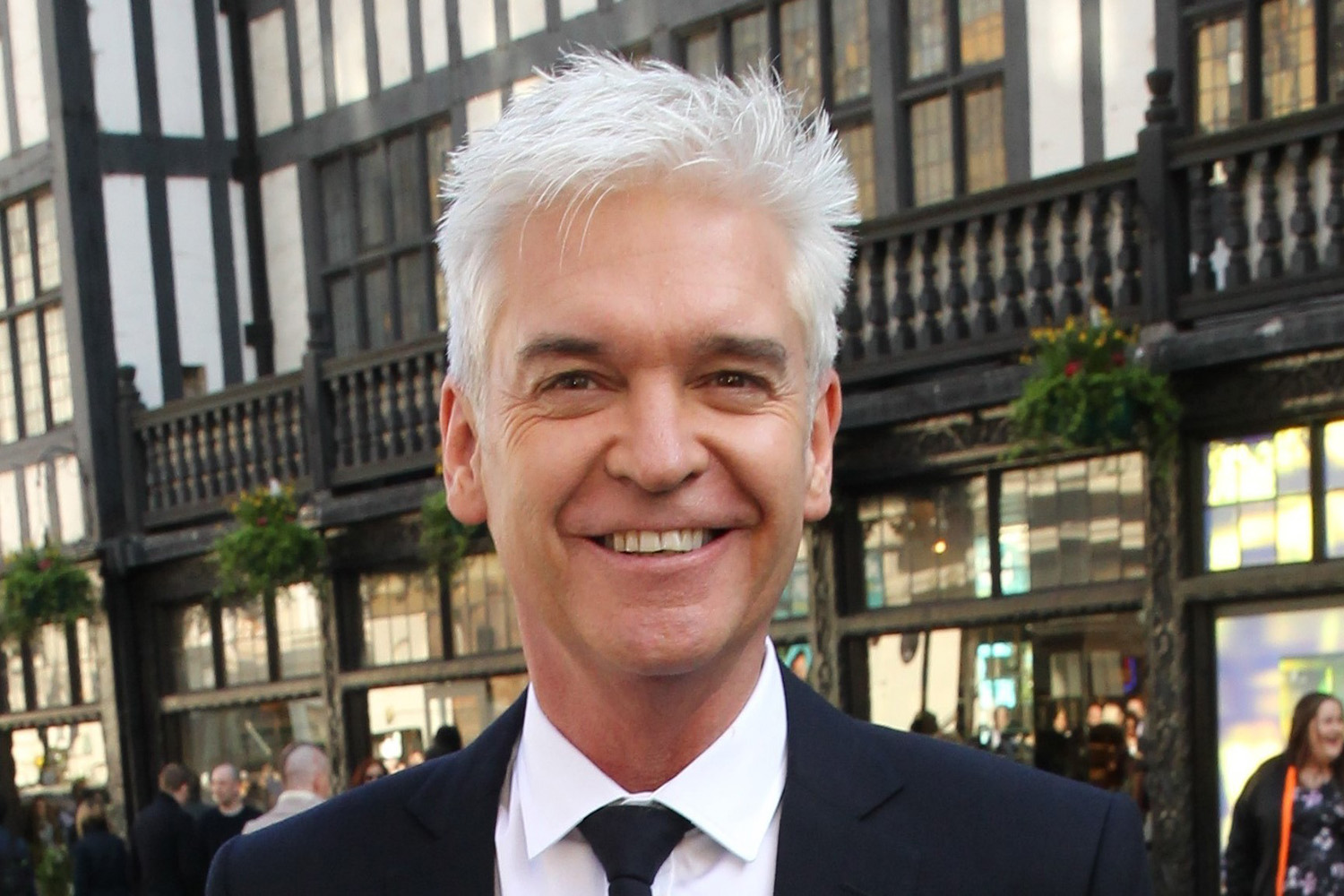Phillip Schofield finally gets his hair cut by stylist after four months