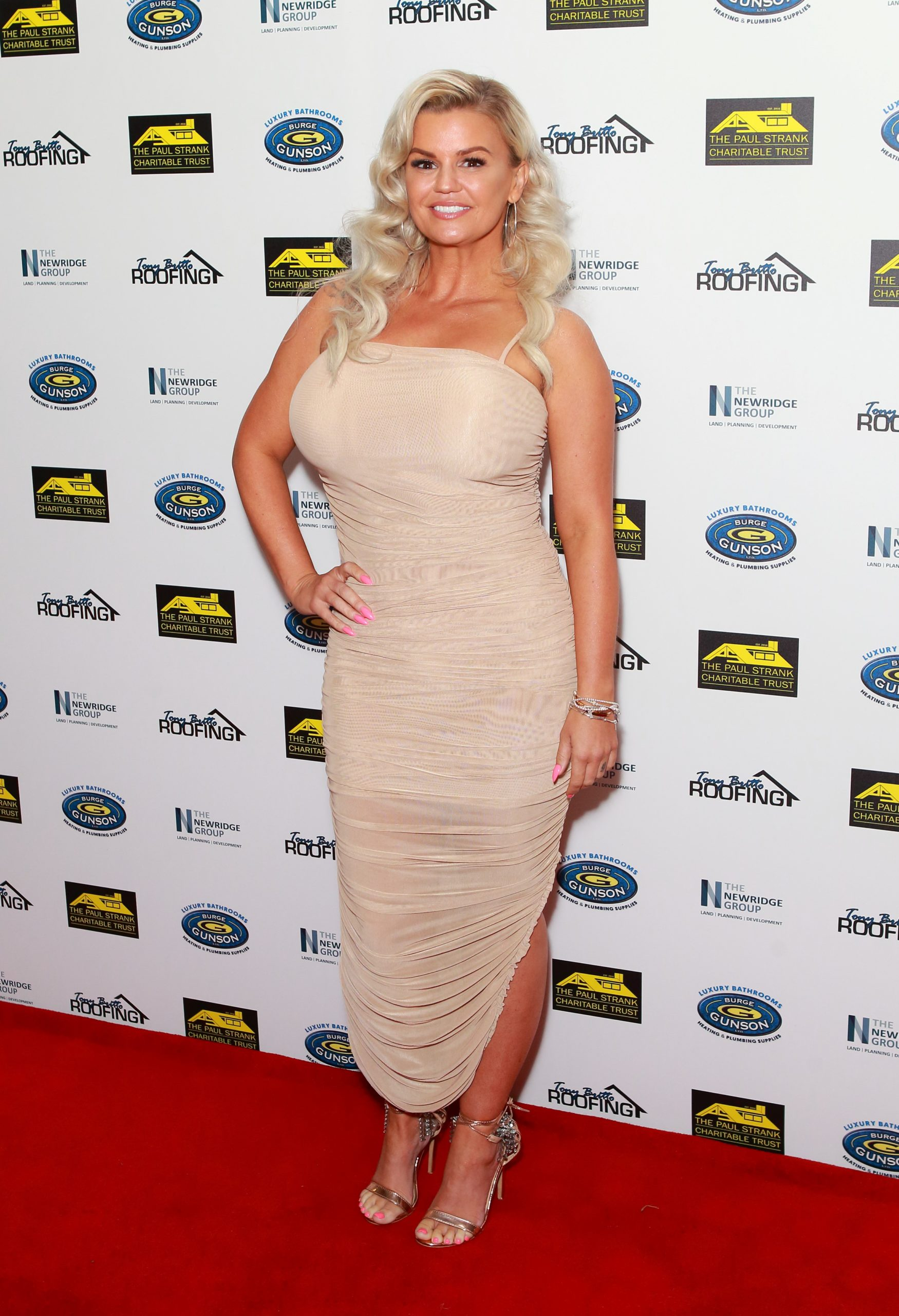 Kerry Katona shows off abs after shifting lockdown weight