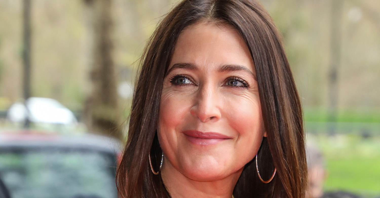 Lisa Snowdon wows in racy swimsuit shower snaps