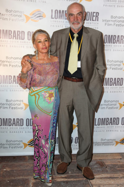 Sean Connery and his wife on teh red carpet