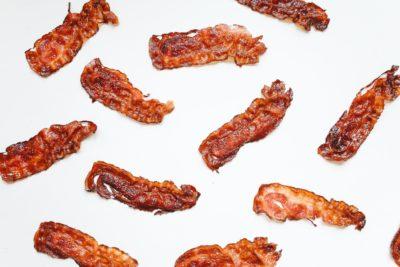 lots of pieces of crispy bacon