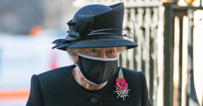 the queen wears a face mask