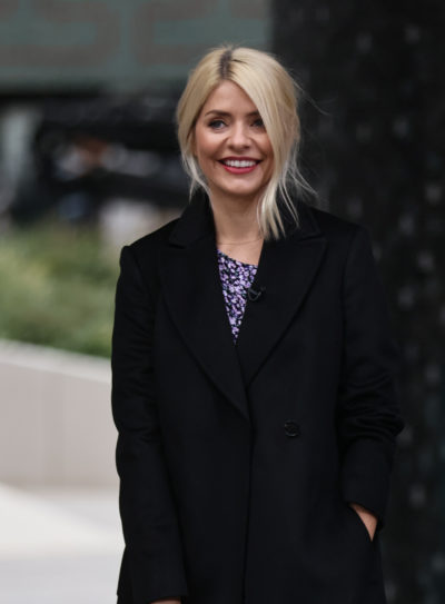 Holly Willoughby stuns fans with snow selfie