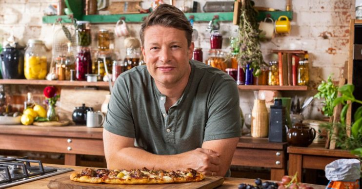 Jamie Oliver: Jamie: Keep Cooking Family Favourites on C4