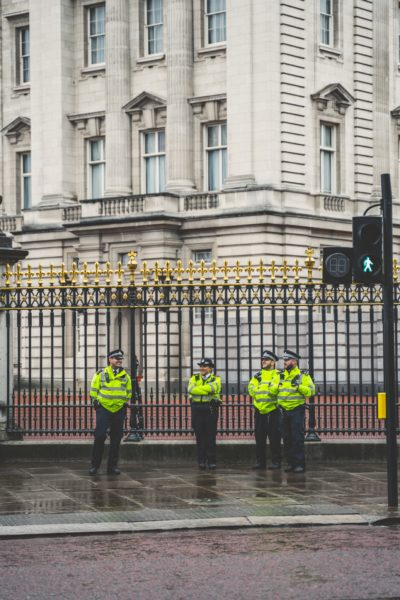 police charge man for possessing knife at buckingham palace