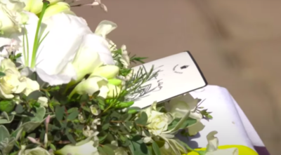 the queen's gift to prince philip was a wreath and handwritten note