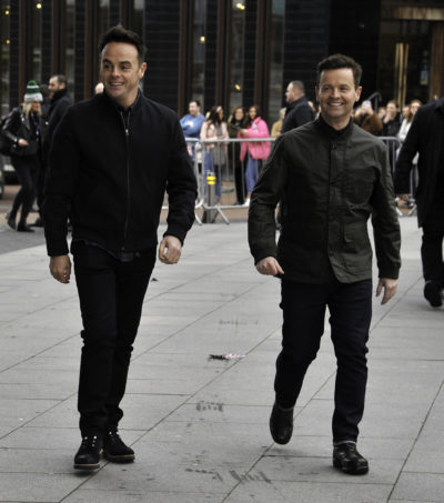 ant and dec leave fans baffled with mirror trick video