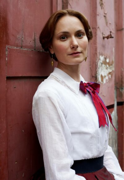 Who plays Anne in Time?