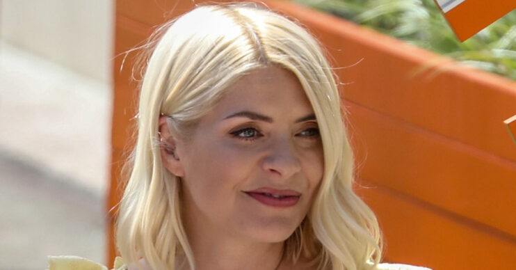 Holly Willoughby stuns in natural selfie