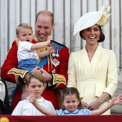 Prince Louis, Prince William, Prince george, Princess Charlotte and Kate Middleton on the Palace balcony