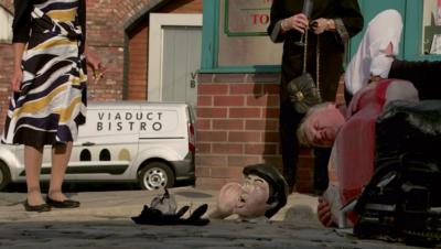 Coronation Street's paperboy was beheaded