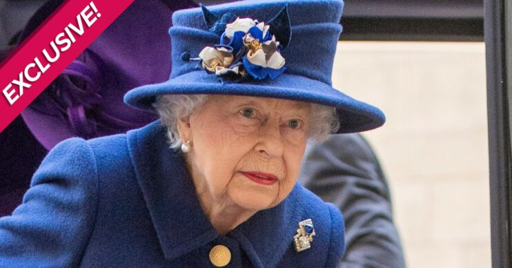 The Queen wears royal blue during royal engagement